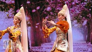 astana-ballet-traditional-w-two-dancers-nyc-583