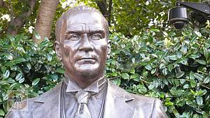 ataturk-portrait-sculpture-looking-ahead