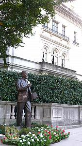 ataturk-sculpture-bg-turkish-embassy-resident